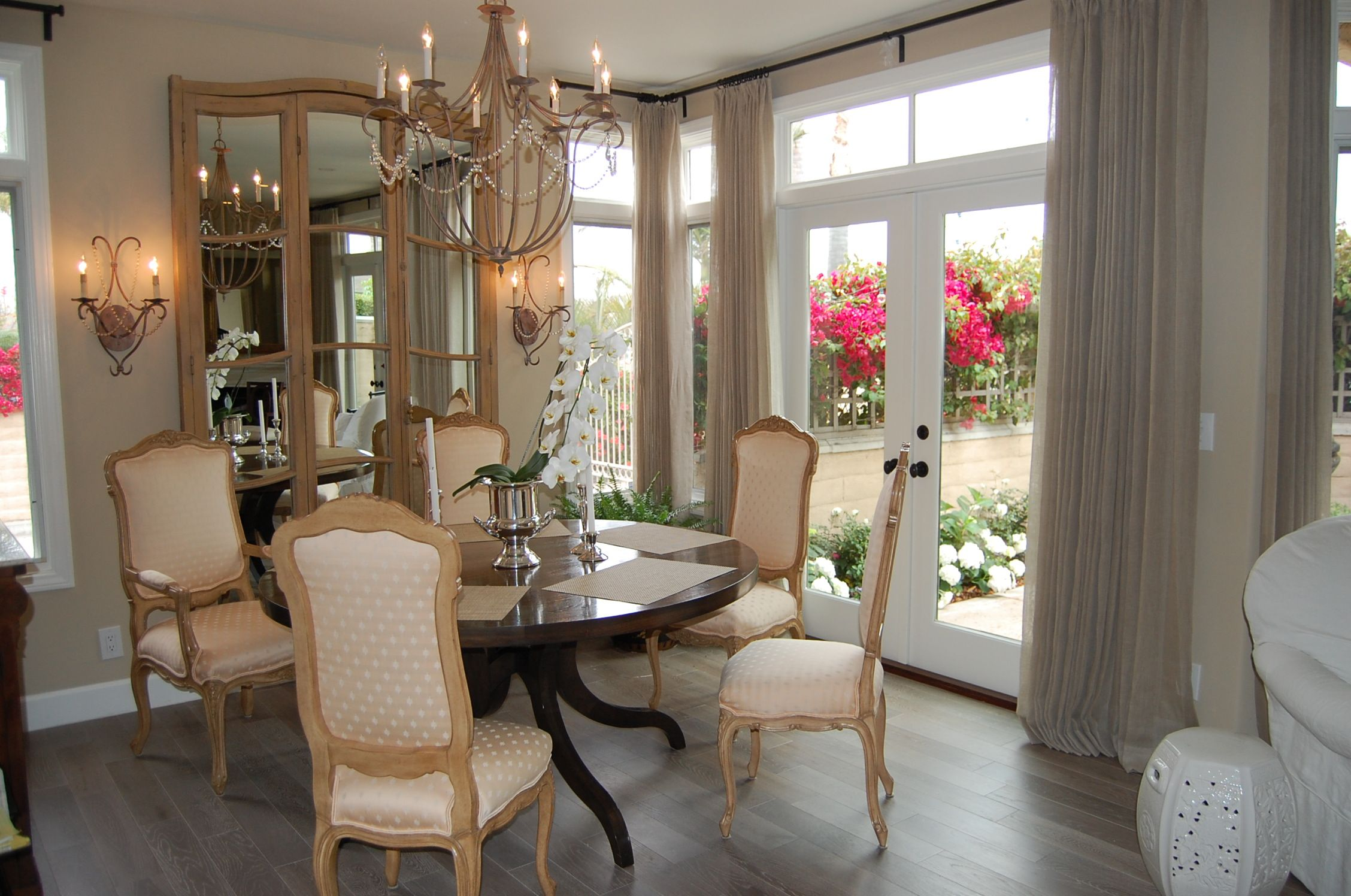 Elegant dining room flooring